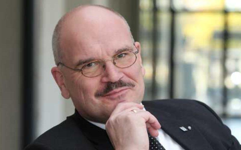 Joachim König: Reaching out